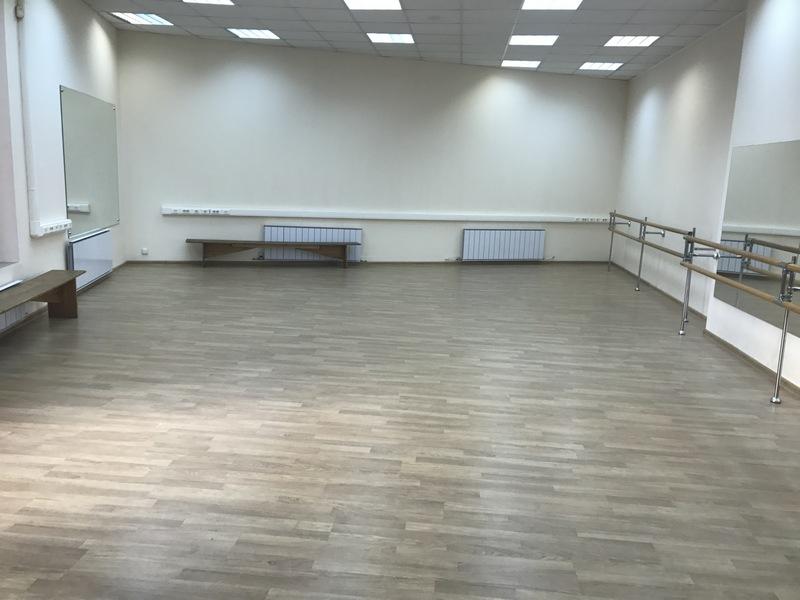 Большой зал для танцев в Школе Грации